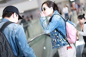 吴敏霞机场飞吻送粉丝