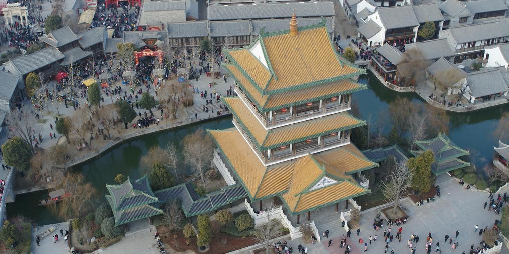 热闹中国年 低空飞行游古城