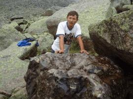 天外之物属于谁?新疆17吨陨石引官民争夺对簿公