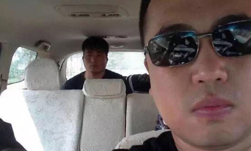 重伤李建利的肇事者蔡洋(汽车后座者)