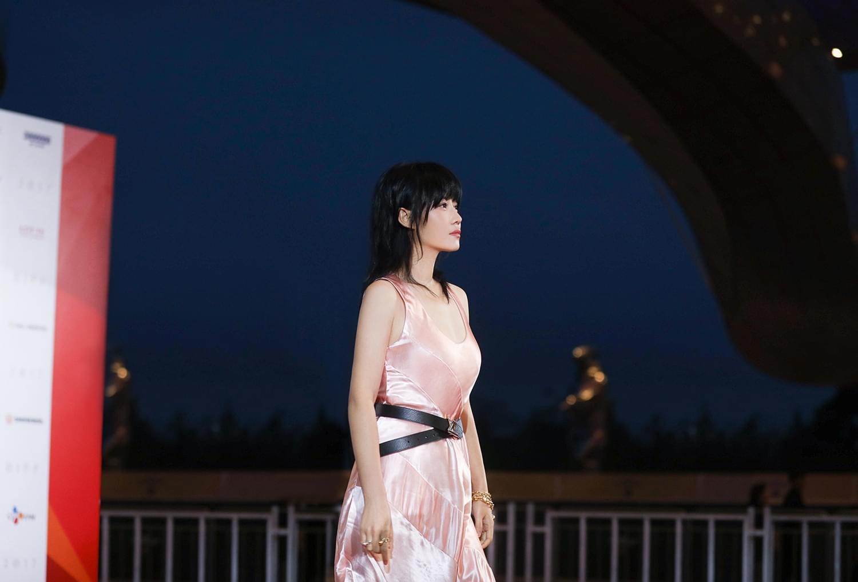 谭卓携新作亮相釜山 掷地有声再征国际电影节