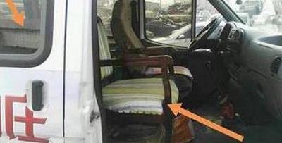 小客车座椅改小木椅  为拉货违规终被查