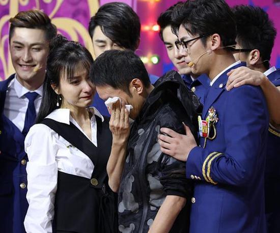 李维嘉否认因失恋大哭 录节目现场与吴昕相拥落泪