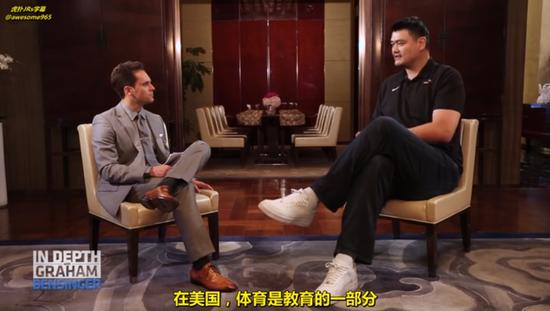 选秀状元去书店卖书他却苦熬3年打上球,姚明说中国体教还落后美国几十年