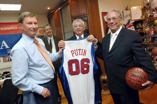 斯特恩为中央陆军与NBA联姻发挥重要作用