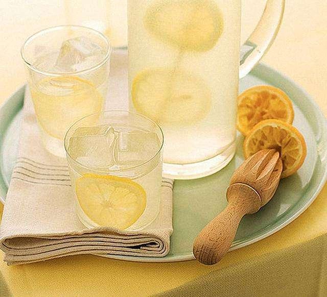 揭秘!柠檬水究竟是美白神器还是变黑杀手?