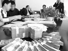 老板拖欠工资的现象增多 追讨加班费现象尤为突出