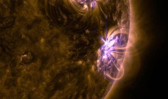 阳爆发史上最密集耀斑,地球通信或将受到干扰?