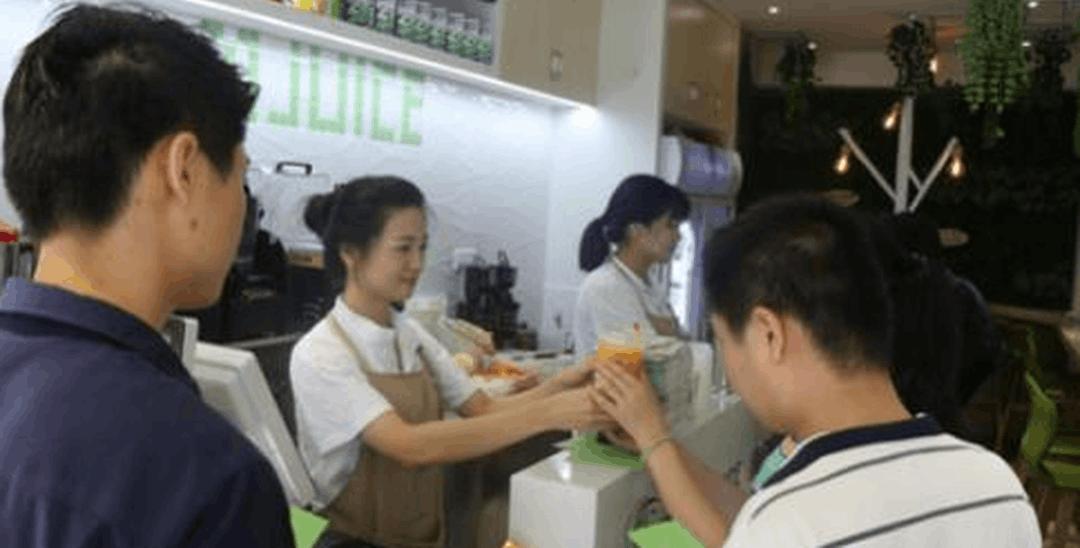 深圳冷饮店长酷似林依晨 走红网络