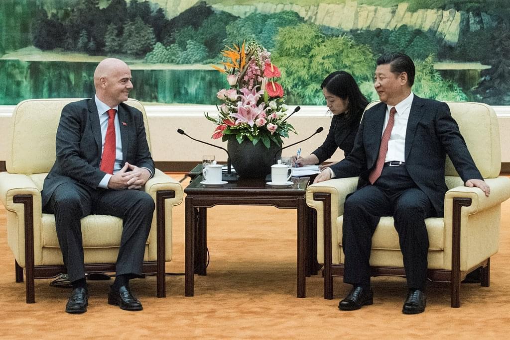 习近平会见国际足联主席:中国高度重视发展足球