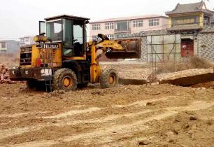 冀南新区国土资源局集中拆除四处违法占地