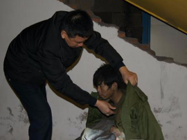郴州救助站:老人送锦旗致谢帮找回失散6年的儿子