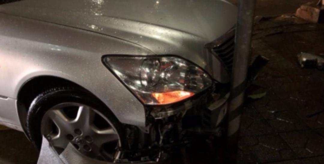 深圳现最牛司机:喝酒后开车撞交警大队门