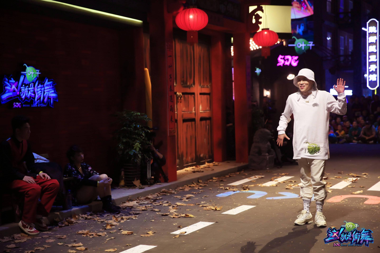 与黄子韬逗趣互动引热议 杨文昊:他很酷