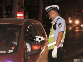 太原:一司机遇民警开溜 被拦后谎称只睡觉没开车
