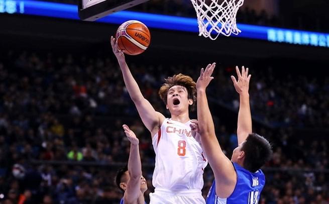 中国男篮狂胜香港52分 小丁打酱油