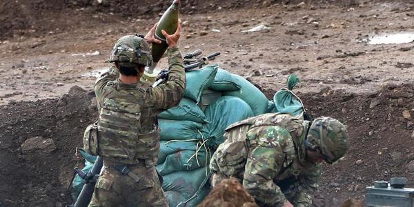 伊拉克战事正酣:美军用迫击炮轰击IS武装