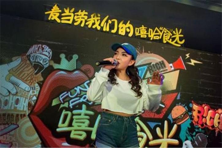 """《中国有嘻哈》VAVA被评""""中国第一女Rapper"""""""