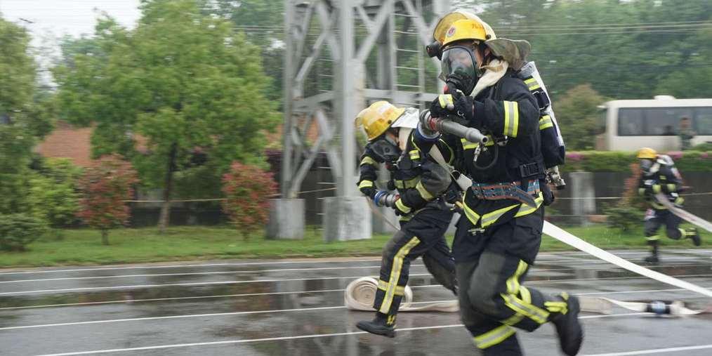 大雨中奋战!直击消防部队春季比武大会