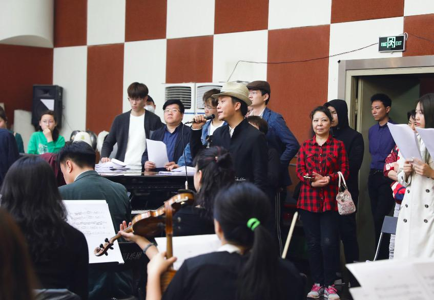 李玉刚献唱北影节 首次挑战交响乐展现完美舞台