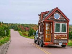 他们的家只有12平米,却装满了全世界!