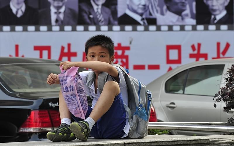 """""""孩子从小到大的教育都由我们负责,省心又划算啊。"""""""