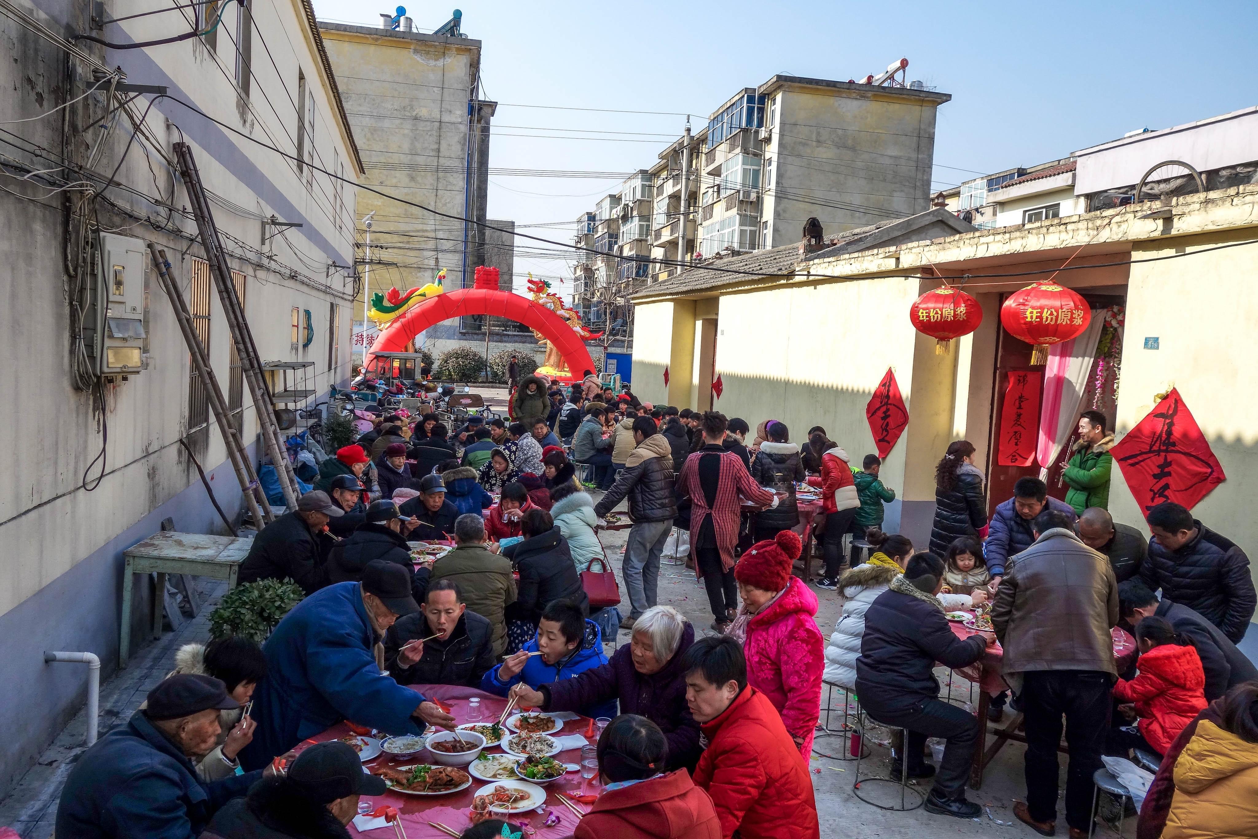 2017年1月23日,安徽省淮北市,农村露天办大席现场。/视觉中国