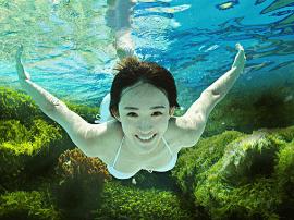女子游泳后全身瘙痒 原系游泳时氯过敏所致