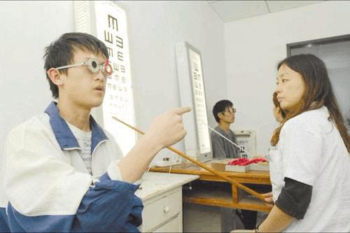 """高考体检显考生近视问题 来益不让视力成录取""""拦路虎"""