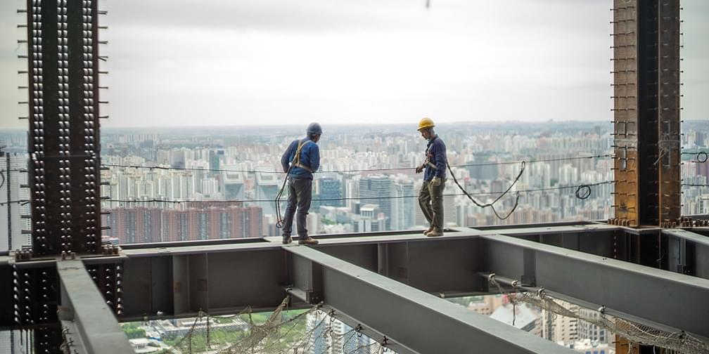 90后电工每天在200米楼顶上班