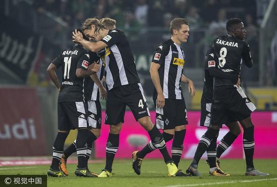 德甲-不莱梅1-1狼堡5轮不胜 拉斐尔2球门兴2-0