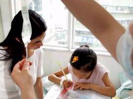 9岁女孩捐献骨髓救父 边输液边补做落下课业