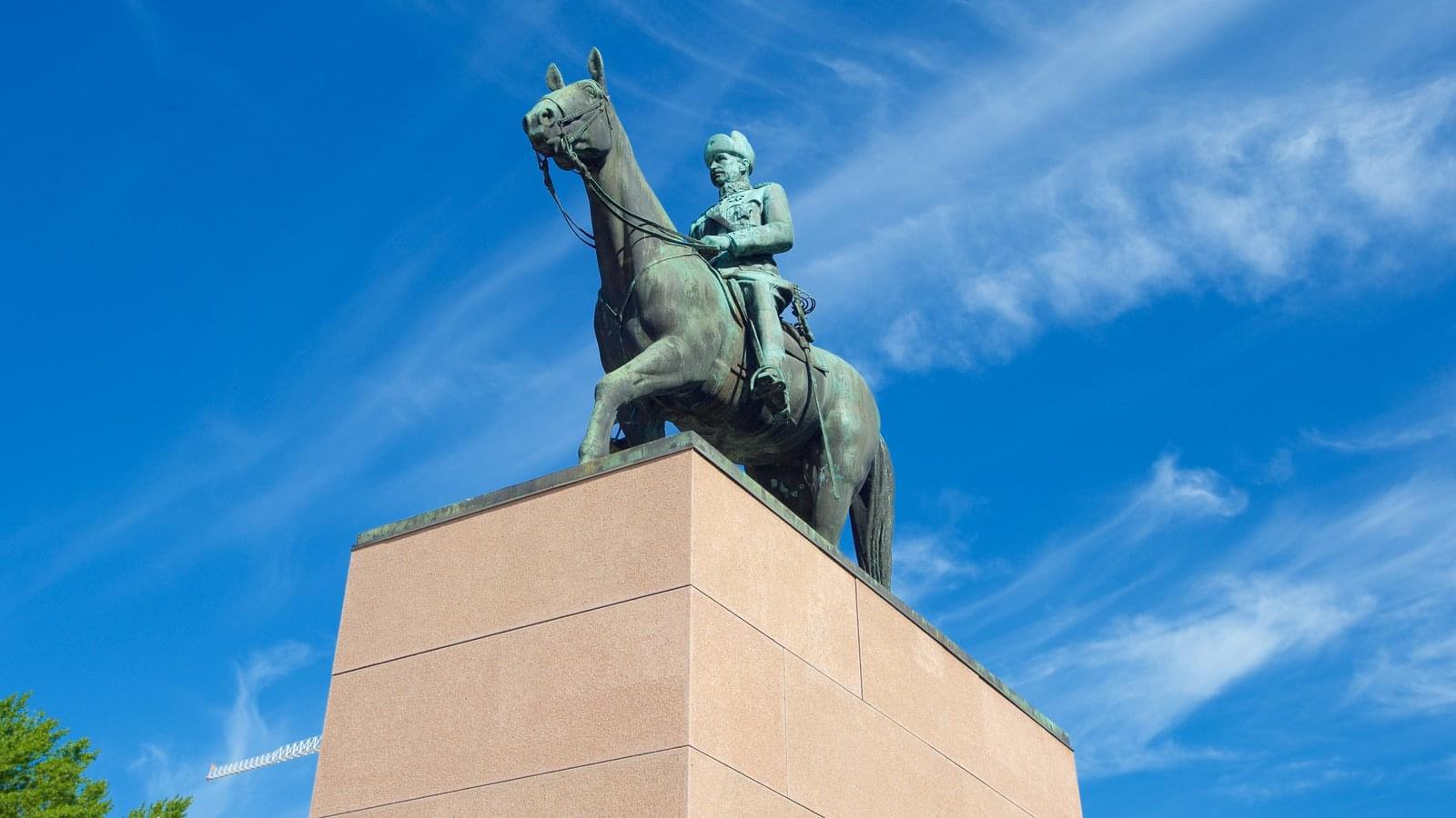 一:芬兰首都赫尔辛基的曼纳海姆骑马铜像