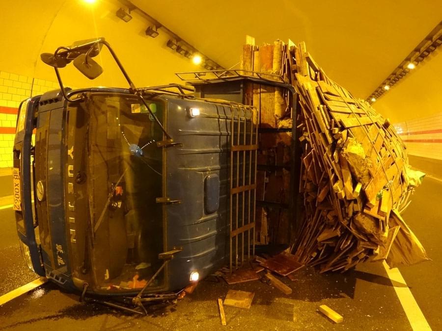 深夜畅聊12月27日:将货车超载超限入刑,司机喊冤?