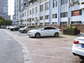 市区盛和花园分批增设百个生态停车位 缓解停车难