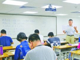 为拼名校广东高考高分复读生渐多 复读费用近六万