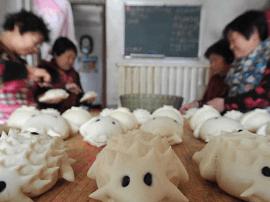 运城新绛村民捏制花馍清明祭先祖