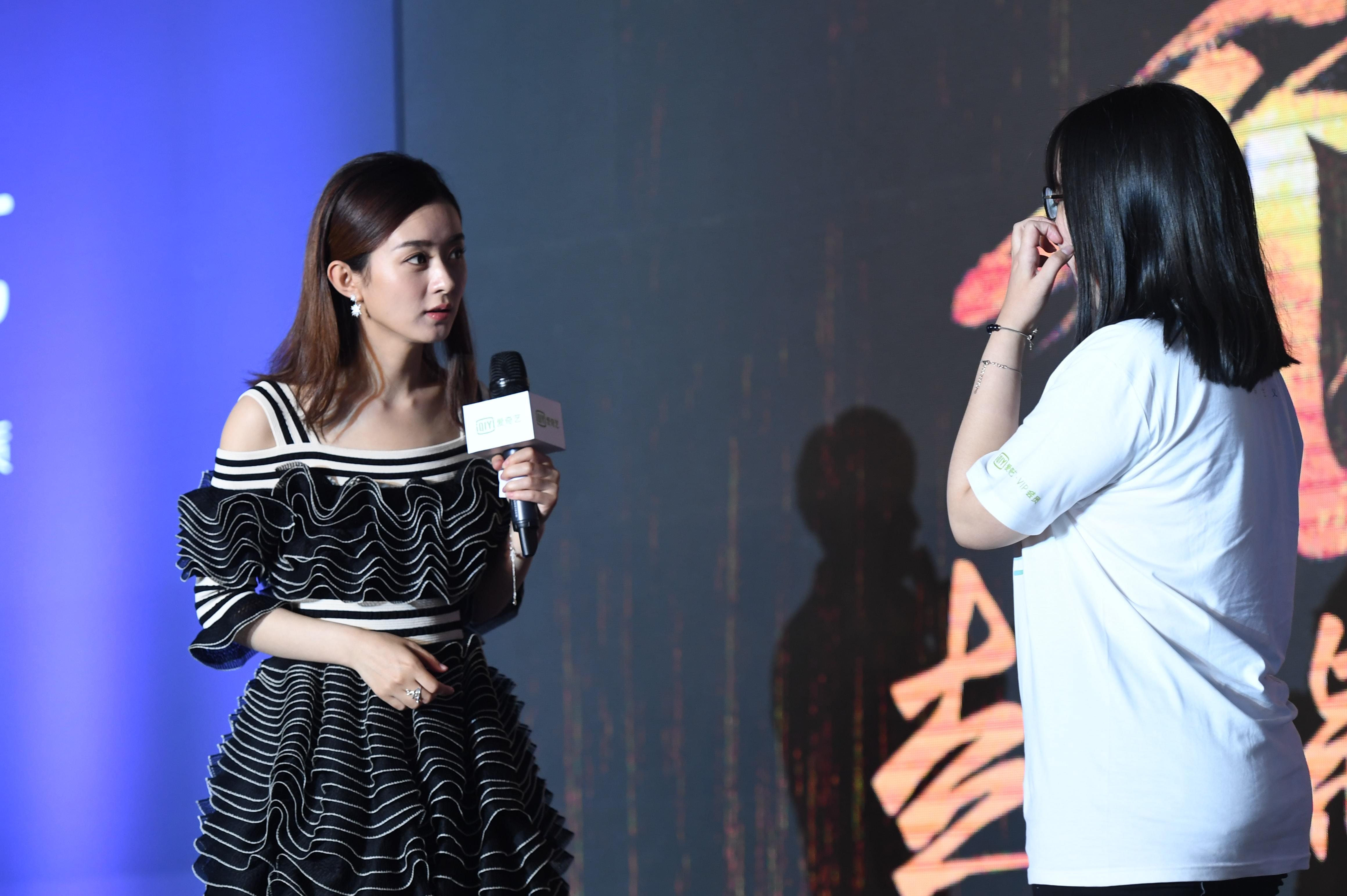 赵丽颖粉丝见面会 称林更新吻戏害羞亲完就跑