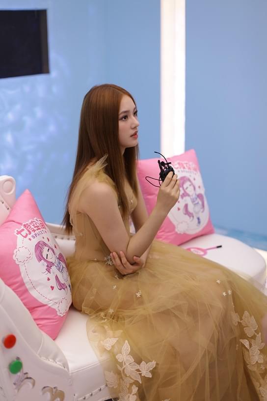 《星星美人鱼》选秀清流 大妈卸妆逼哭美女选手
