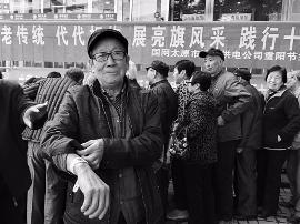 重阳节太原设13个点发放黄手环 帮走失老人回家