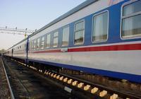 男子在火车上钻进大学女生被窝 称因家人催婚