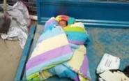男婴凌晨被弃三轮车内 脐带还未脱落