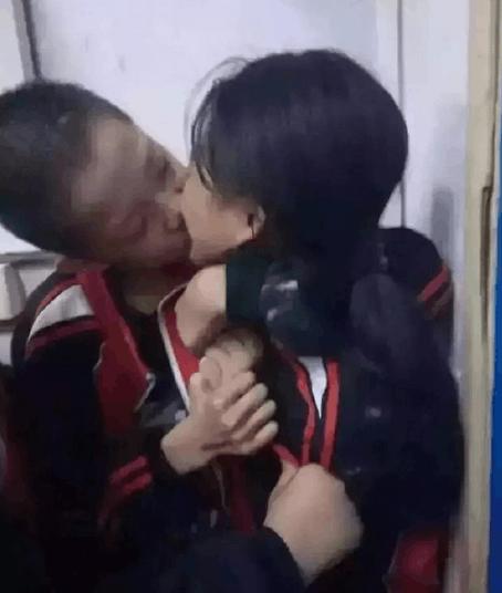 11月22日 小学生在接吻,80后不淡定了