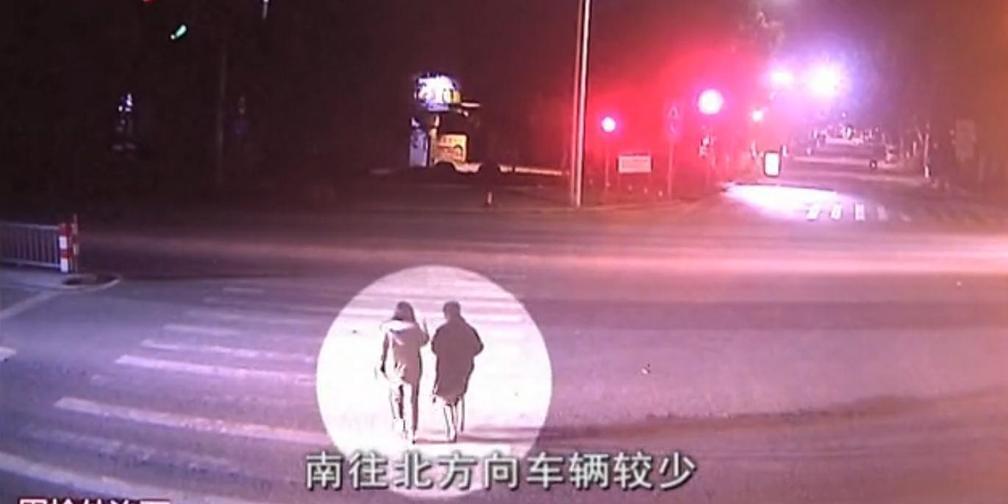广州一司机凌晨撞死姐妹花后逃逸 现场惨不忍睹