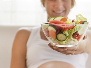 """孕期当""""吃货""""易增难产风险"""
