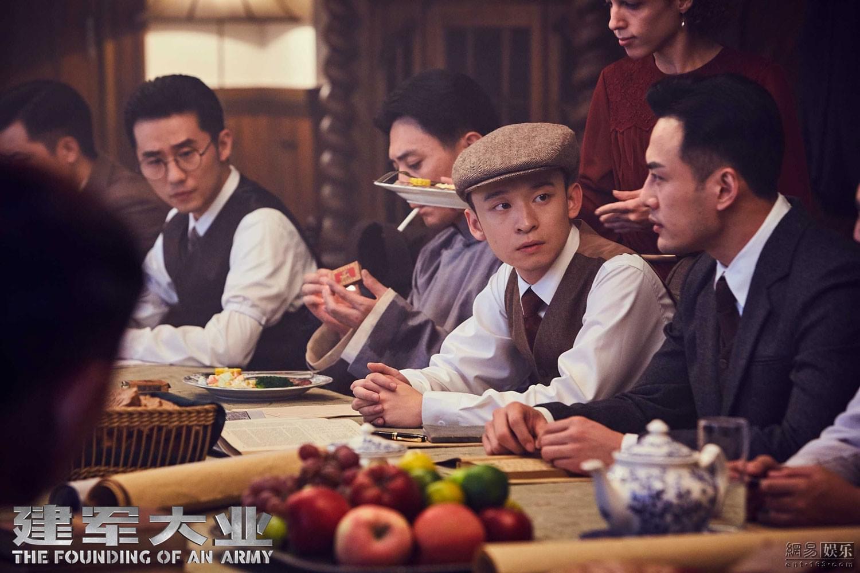 电影《建军大业》中董子健饰演的邓小平参与八七会议