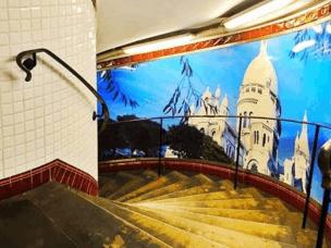 在文艺浪漫的法国,挤地铁也能挤出幸福感来