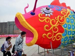玉泉区打造59组大型花灯营造喜庆氛围