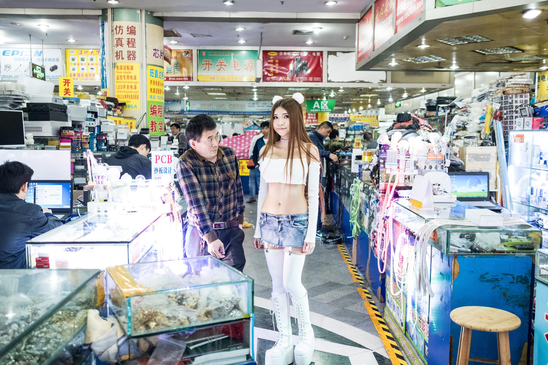 外媒揭秘深圳性感女创客:她为何在美国网上红了