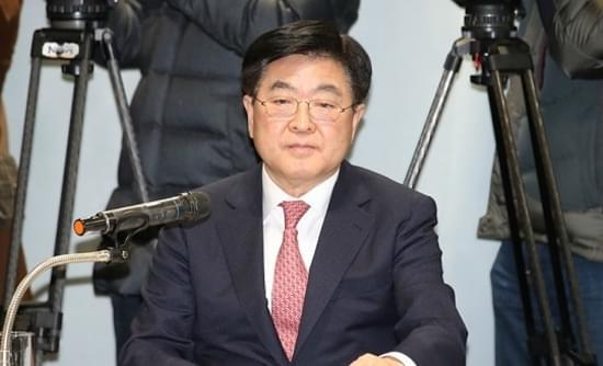 韩国足球联盟主席权五甲上任以后,强制推行1名U-23进入名单的政策。2016年也增为2名。